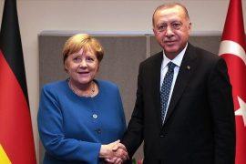 Merkel dhe Erdogan bisedojnë për krizën në Mesdhe