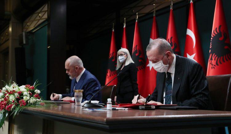 Marrëveshja mbi arsimin midis Shqipërisë dhe Turqisë: Parashikohet futja e gjuhës turke në kurrikulat shqiptare dhe anasjelltas