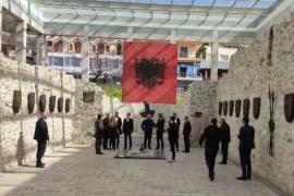 Kurti: Kushtetuta s'na lejon bashkimin me Shqipërinë