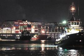 100 anije kalojnë kanalin e Suezit