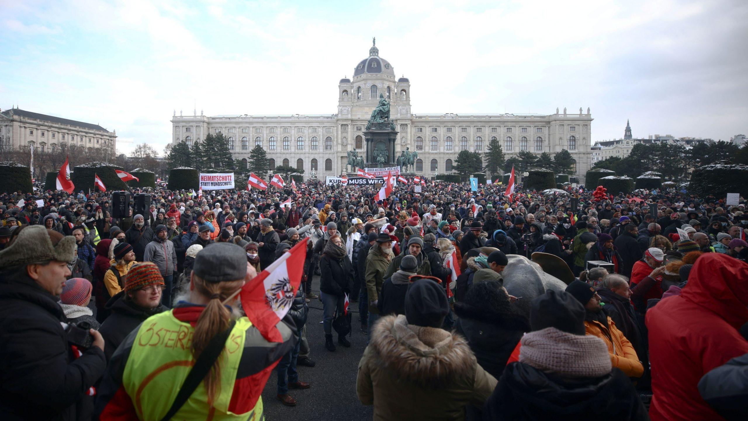 Mijëra protestues në Vjenë për kufizimet e COVID-19