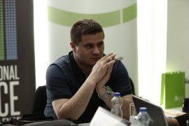 Drejtori i gazetës në Kosovë merret në pyetje për publikimin e kontratës me Pfizer-in